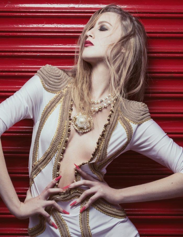 editorial-caroline-mathis-chain-link-beauty-041-1000x1000-700x906 Makeup Artist Portfolio