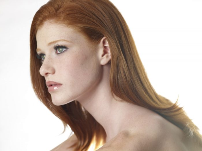 red-head-model-with-green-eyes-and-long-lashes-1000x1000-700x526 Makeup Artist Portfolio